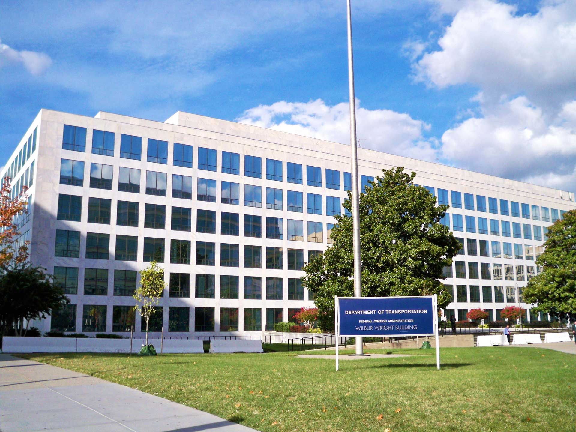 2016-02/dot-faa-headquarters-by-matthew-bisanz.jpg